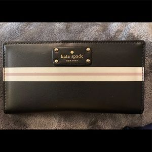 Kate Spade New York wallet like-new condition